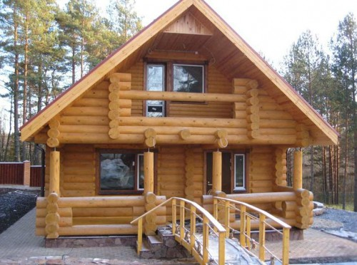 Пример деревянного дома из сруба в деревне