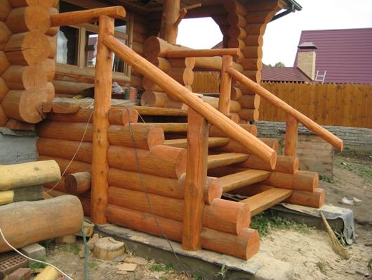 Деревянное крыльцо из сруба