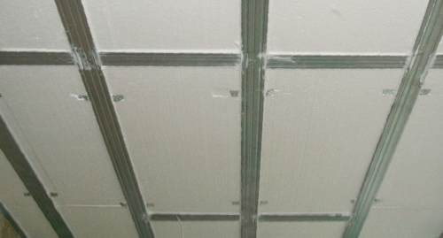 Потолок с утеплителем из пенопласта