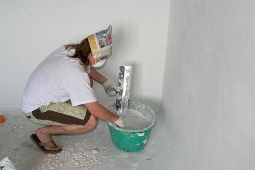 Шпатлевание стен, как подготовка к окраске