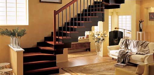 Пример лестницы на второй этаж в загородном доме
