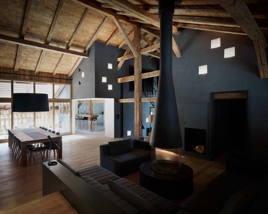Высокий потолок в доме из бруса