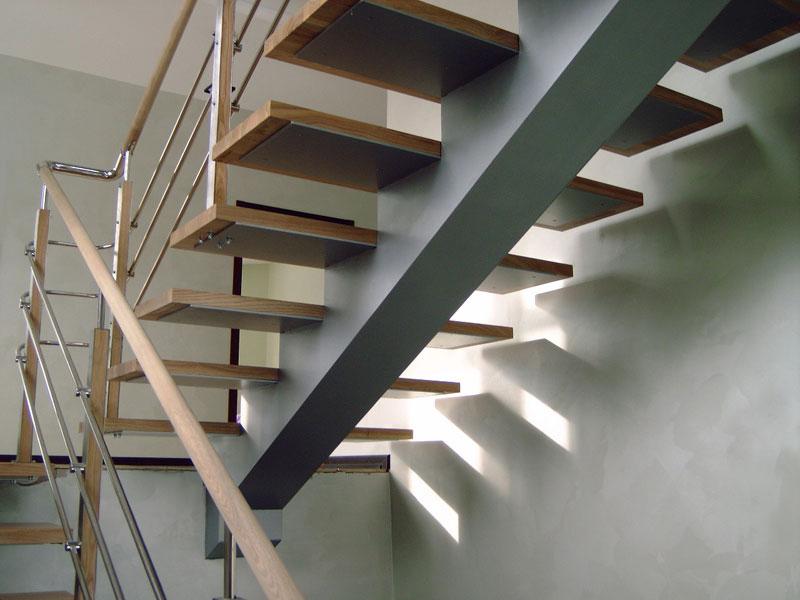 Металл и дерево при устройстве лестницы