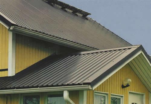 Крыша коттеджа из листового металла