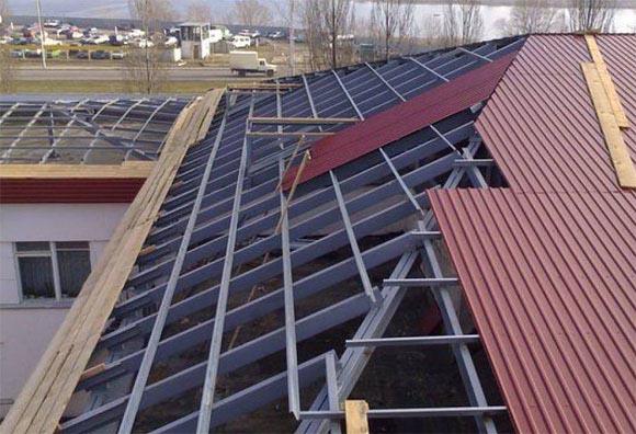 Обрешетка при устройстве крыши из профлиста
