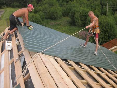Монтаж металлического листа на крыше