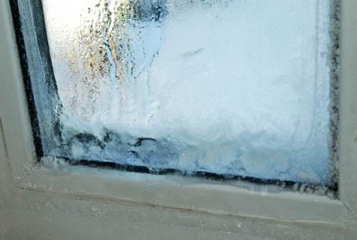 Методы борьбы со льдом на окнах