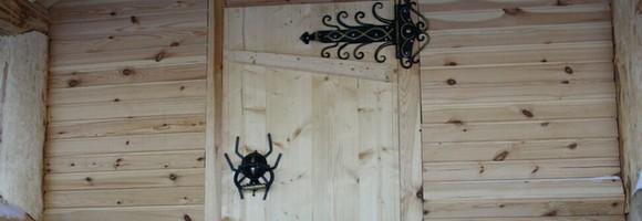 Банная дверь с узорами