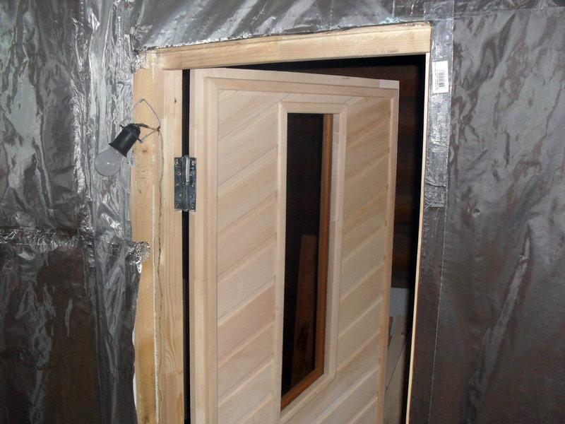 Дверь в баню из вагонки фото